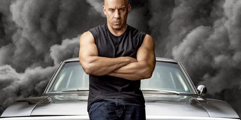 """Gwiazdor serii """"Szybcy i wściekli"""" ujawnił właśnie, że chciałby opowiedzianą w niej historię zaprezentować widzom w zupełnie inny sposób. Vin Diesel wyznał, że od dłuższego czasu nosi się z zamiarem stworzenia musicalowej wersji tego legendarnego już cyklu filmowego. """"Przez całe życie marzyłem o tym, by nakręcić musical"""" - ujawnił aktor."""