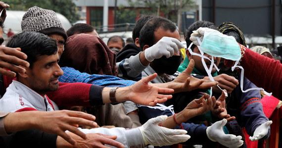 Indyjskie Stowarzyszenie Medyczne (IMA) wystosowało apel do rządu Indii o niepublikowanie dziennych danych o liczbie zakażonych nowym koronawirusem. Zdaniem stowarzyszenia skupiającego ponad 300 tys. lekarzy, takie informacje mogą wywołać panikę w społeczeństwie.