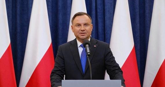 Nie wybieram się do Rosji, mieliśmy plan udać się na Ukrainę w późniejszym terminie, w rocznicę mordu katyńskiego, ale sytuacja jest taka, że nikt nie potrafi powiedzieć, czy te plany dojdą do skutku - mówił w piątek na antenie Polsat News prezydent Andrzej Duda.
