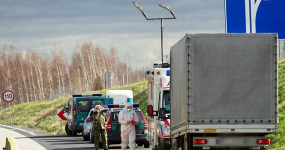 Wojsko ma zostać zaangażowane do pilnowania przestrzegania kwarantanny - ustalili dziennikarze RMF FM. Za godzinę rusza posiedzenie Rządowego Zespołu Zarządzania Kryzysowego. Pierwsze od czasu wprowadzenia pełnych kontroli na granicach, zakazu wjazdu dla cudzoziemców i zawieszenia wszystkich regularnych lotów - poza czarterowymi. Zespół rządowy ma dziś zająć się przede wszystkim zapewnianiem dyscypliny kwartantannowej.
