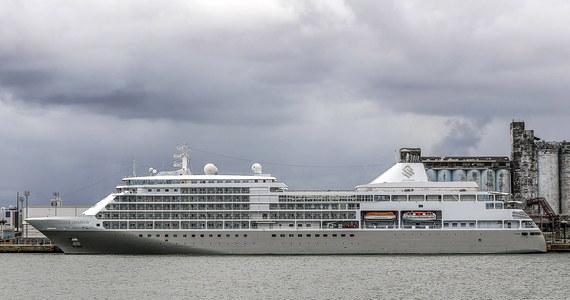 """Z powodu zagrożenia rozprzestrzeniania się koronawirusa statek wycieczkowy """"Golden Princess"""" został objęty kwarantanną w pobliżu wybrzeży Nowej Zelandii. Trzy osoby na pokładzie wycieczkowca są podejrzane o zakażenie wirusem Covid-19."""
