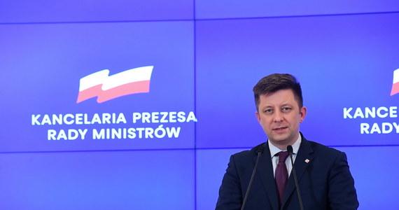12 tysięcy osób zgłosiło za pośrednictwem strony PLL LOT chęć powrotu do kraju; pierwsze samoloty wylatują dzisiaj do USA oraz Londynu - poinformował w niedzielę szef kancelarii premiera Michał Dworczyk.