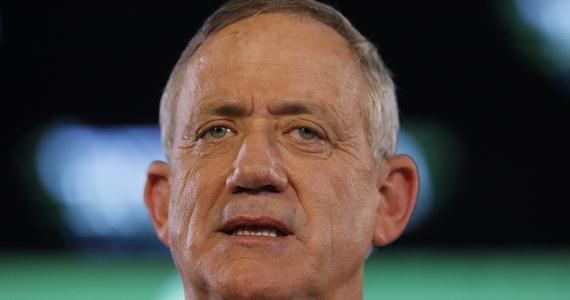 Prezydent Izraela Reuwen Riwlin powierzy w poniedziałek misję utworzenia rządu liderowi opozycji, przywódcy centrolewicowego sojuszu Niebiesko-Białych, Beniemu Gancowi. Taką informację przekazała kancelaria prezydenta.