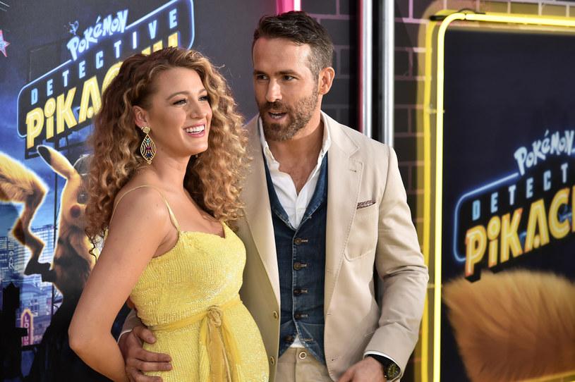 Słynne małżeństwo, Ryan Reynolds i Blake Lively, lubi robić sobie psikusy w mediach społecznościowych. Tym razem to on zażartował z niej. Na ten moment wybrał dzień matki, święto obchodzone w USA w drugą niedzielę maja. Oddając hołd kobiecie, z którą ma trzy córki, zażartował, że nie spodziewał się, że założy rodzinę z kimś, kogo poznał przy okazji schadzki w łazience na lotnisku…