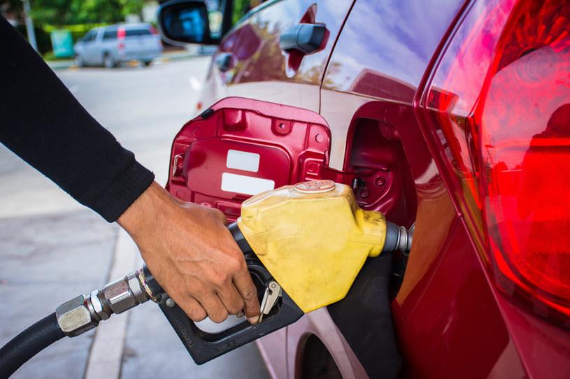 Cena benzyny może spaść nawet do 4 zł - Biznes w INTERIA.PL