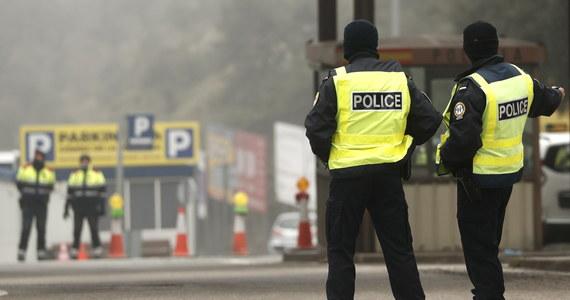 Unijni przywódcy zgodzili się na zamknięcie dla obcokrajowców zewnętrznych granic UE: o decyzji podjętej w ramach walki z epidemią koronawirusa poinformował szef Rady Europejskiej Charles Michel. Szefowa Komisji Europejskiej Ursula von der Leyen przekazała natomiast, że ograniczenia w podróżach do UE państwa członkowskie mają wprowadzić natychmiastowo. Unijne granice zostaną zamknięte na 30 dni - z możliwością przedłużenia tego okresu.