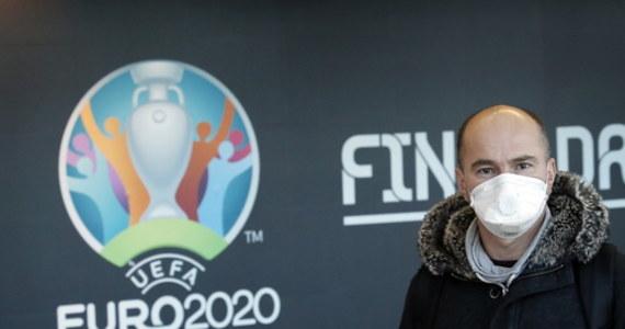 UEFA zapewniła, że wszystkie bilety zakupione przez kibiców na tegoroczne piłkarskie mistrzostwa Europy będą ważne także za rok. A ci, co będą chcieli z wejściówek zrezygnować, mogą je oddać i dostaną pełny zwrot kosztów. Euro zostało przełożone z powodu epidemii koronawirusa.