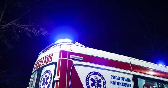 Pacjent, który wyskoczył z okna budynku oddziału zakaźnego Wojewódzkiego Szpitala Specjalistycznego im. J. Gromkowskiego jest w ciężkim stanie. Mężczyzna w średnim wieku trafił do szpitala z podejrzeniem zakażenia koronawirusem.