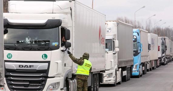 Ministrowie transportu UE podczas wideokonferencji uznali, że sektor transportu jest jednym z najbardziej dotkniętych przez skutki pandemii koronawirusa. Jak donosi nasza dziennikarka Katarzyna Szymańska-Borginon podczas wideokonferencji wrócił też problem obywateli krajów bałtyckich, którzy utknęli na polsko-niemieckiej granicy. O sprawie przypomnieli ministrowie Łotwy, Estonii I Litwy.