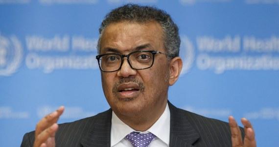 Kraje na całym świecie muszą przyjąć kompleksowe podejście do walki z pandemią koronawirusa oraz izolować, testować i śledzić jak najwięcej przypadków - zalecił w środę szef Światowej Organizacji Zdrowia (WHO) Tedros Adhanom Ghebreyesus.