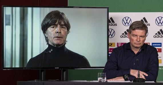 """""""Ziemia broni się przed człowiekiem, który uważa, że może wszystko i wie wszystko"""" - w taki sposób skomentował przyczyny pandemii koronawirusa na świecie selekcjoner piłkarskiej reprezentacji Niemiec Joachim Loew."""