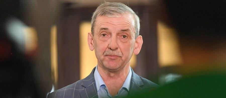 """Związek Nauczycielstwa Polskiego proponuje, żeby ministerstwo edukacji zrezygnowało w tym roku z egzaminu ósmoklasisty, albo by Centralna Komisja Egzaminacyjna mocno zmieniła jego treść i przebieg. """"Można byłoby zaryzykować rezygnację"""" - mówi RMF FM szef ZNP Sławomir Broniarz."""