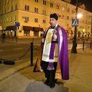 Tak proboszcz ze św. Antonim Lublin przed zarazą chroni.