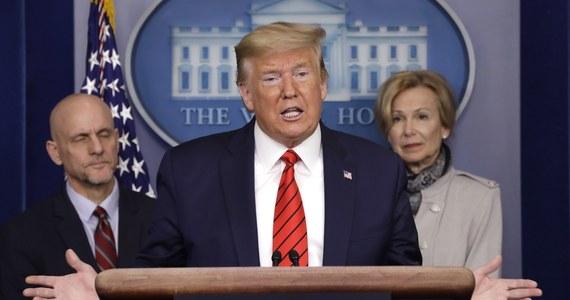 """Prezydent USA Donald Trump oskarżył w czwartek Chiny o zbyt powolne informowanie świata o koronawirusie w początkowej fazie jego rozprzestrzeniania się. """"Świat teraz płaci za to wysoką cenę"""" - oświadczył na konferencji prasowej w Białym Domu."""