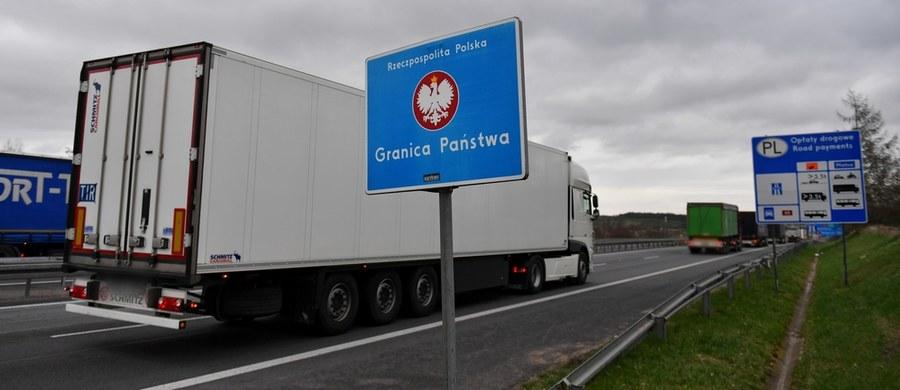 Kolejny dzień śledzimy na Was aktualną sytuację na polskich granicach. Sprawdzamy, na których przejściach odprawa odbywa się bez kolejek, a gdzie kierowcy muszą przygotować się na wiele godzin czekania. Do Waszej dyspozycji jest Gorąca Linia RMF FM - czekamy na informacje, zdjęcia i filmy pokazujące, jak z Waszej perspektywy wygląda sytuacja na granicach.