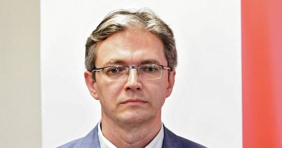 Wiceprezes Polskiego Stronnictwa Ludowego, europoseł Adam Jarubas poinformował, że test na obecność koronawirusa dał u niego wynik pozytywny. Jak napisał na Twitterze, jest w szpitalu i czuje się dobrze.