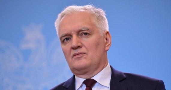 Zawieszenie funkcjonowania uczelni przedłużamy analogicznie do terminu, który będzie obowiązywał w szkołach, czyli do 10 kwietnia - poinformował w sobotę wicepremier, minister nauki i szkolnictwa wyższego Jarosław Gowin. Zajęcia online powinny być kontynuowane - zaznaczył .