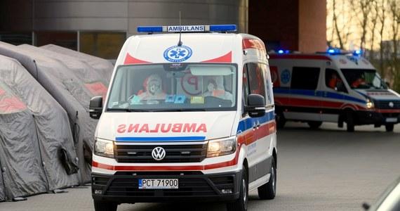Pacjentka, która zmarła dzisiaj w szpitalu w Poznaniu, trafiła do placówki w skrajnie ciężkim stanie. Zmarła mimo intensywnej terapii - powiedział PAP szef SOR i rzecznik szpitala zakaźnego w Poznaniu Jacek Górny. U kobiety potwierdzono zakażenie koronawirusem.