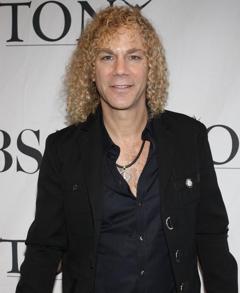 Klawiszowiec grupy Bon Jovi, David Bryan, potwierdził na Instagramie, że ma koronawirusa. Muzyk ujawnił też, jaki jest jego stan.