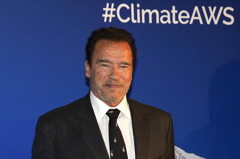"""""""Jest wiele rzeczy, których nie możemy kontrolować podczas tego kryzysu, dlatego powinniśmy skupić się na tych, które kontrolować się da"""" - powiedział Arnold Schwarzenegger. I namawia swoich fanów do tego, by ćwiczyli podczas kwarantanny."""
