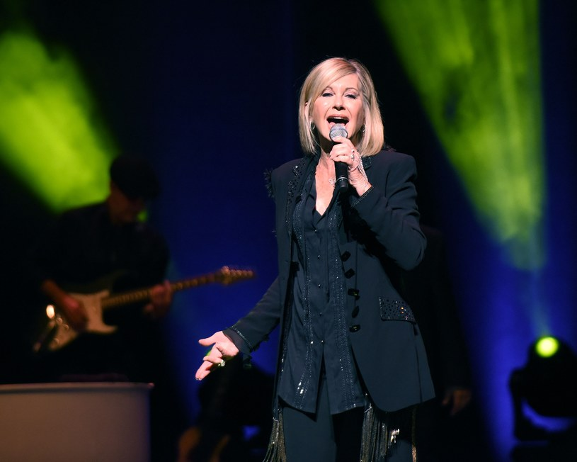 Codziennie zwiększa się liczba potwierdzonych przypadków zarażenia koronawirusem. Z apelem do fanów zwróciła się piosenkarka Olivia Newton-John.