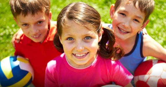 Szkoły są zamknięte z powodu epidemii koronawirusa, a dzieciaki w czterech ścianach rozpiera energia. Zespół sportowy RMF4RT Gladiators przygotował propozycję WF online dla najmłodszych. Będą skłony, przeskoki, przysiady, a przed wszystkim dużo dobrej zabawy.