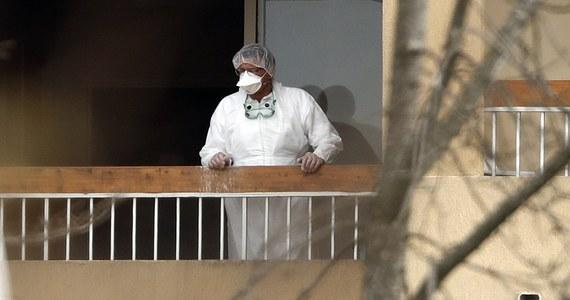 """20 mieszkańców domu spokojnej starości w Wogezach we wschodniej Francji zmarło, """"co ma prawdopodobnie związek z koronawirusem"""" - podała w poniedziałek Regionalna Agencja Zdrowia (ARS). Łącznie na Covid-19 we Francji zmarło do tej pory 860 osób."""