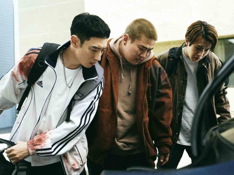 """""""Time to Hunt"""" to południowokoreański thriller, który swoją premierę miał na niedawno zakończonym festiwalu filmowym w Berlinie. W planach była premiera w normalnej dystrybucji kinowej, ale pokrzyżował je wybuch pandemii koronawirusa. Producenci filmu zdecydowali, że zamiast tego, w kwietniu pojawi się on na serwisie Netflix. Nie podoba się to koreańskiemu dystrybutorowi posiadającemu prawa do dystrybucji filmu na całym świecie, który grozi pozwem."""