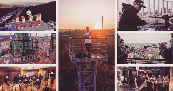 Kolektyw Rebel Babel Ensemble, pod przewodnictwem L.U.C, udostępnił w sieci swój nowy projekt.  Wzięło udział prawie stu muzyków z Europy i USA. Polscy artyści dają koncerty on-line opatrzone #zostanwdomu, zagraniczni prowadzą akcję #TogetherAtHome Concert.