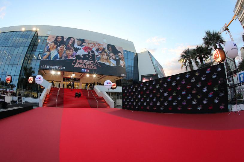 Pałac festiwalu filmowego w Cannes, który został odłożony ze względu na pandemię koronawirusa, został tymczasowo przekształcony na ośrodek dla bezdomnych, w którym znalazło się też miejsce dla ich psów - poinformowała przedstawicielka władz miasta Dominique Aude-Lasset.