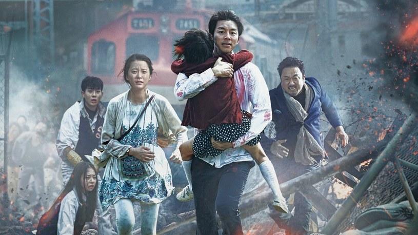 """Mimo pandemii koronawirusa wciąż trwają prace nad filmem """"Peninsula"""", który będzie kontynuacją południowokoreańskiego hitu """"Zombie express"""". Według zapowiedzi reżysera Sanga-ho Yeona, należy spodziewać się rozmachu na miarę hollywoodzkich superprodukcji."""