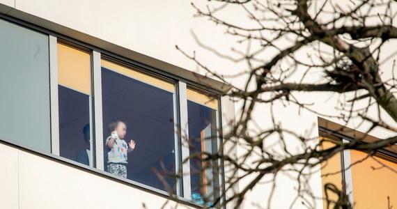 """Rzecznik praw dziecka Mikołaj Pawlak interweniował w sprawie wprowadzonego w Wojewódzkim Szpitalu Dziecięcym w Bydgoszczy zakazu przebywania rodziców z chorymi dziećmi. """"Mam świadomość, że ta epidemia to trudny czas, ale musimy otoczyć dzieci szczególną opieką"""" - powiedział."""