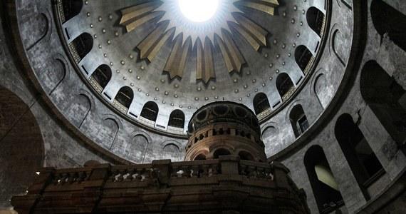 Bazylika Grobu Pańskiego w Jerozolimie, czczona w tradycji chrześcijańskiej jako miejsce ukrzyżowania i pochówku Jezusa Chrystusa, została w środę zamknięta na tydzień. Taką informację przekazali agencji Reutera urzędnicy kościelni.