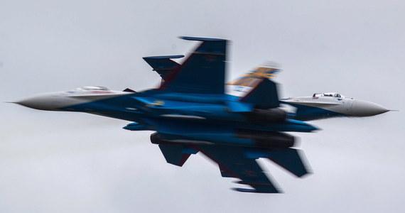 Rosyjski myśliwiec wojskowy Su-27 zniknął z radarów nad Morzem Czarnym podczas planowego lotu: według wstępnych danych wpadł do morza. Jak podaje ministerstwo obrony w Moskwie, trwają poszukiwania pilota.