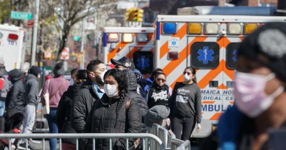 Ponad 200 osób zakażonych koronawirusem zmarło w ciągu minionej doby w Stanach Zjednoczonych. USA stały się tym samym szóstym krajem, w którym przekroczono liczbę tysiąca ofiar śmiertelnych SARS-CoV-2.