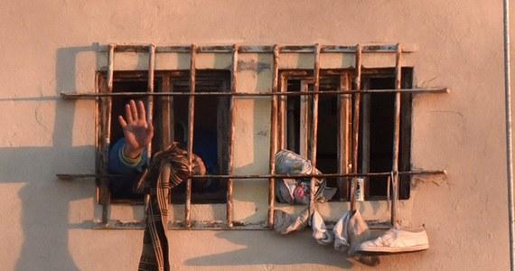 """""""To ostatni moment na zdecydowaną reakcję polskich władz, potem może być już za późno"""" - mówią zdesperowani bliscy polskiego kapitana, od lipca przebywającego w meksykańskim areszcie. Kolejny list z prośbą o interwencję wysłali właśnie do Kancelarii Prezydenta RP. Bliscy Andrzeja Lasoty obawiają się, że jeśli epidemia koronawirusa dotrze do więzienia w Tepic - kapitan po prostu nie przeżyje ewentualnej infekcji, ze względu na liczne choroby układu krążenia, z którymi się zmaga."""