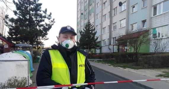 Policyjni pirotechnicy podczas przeszukania bloku przy ul. Oriona w Głogowie na Dolnym Śląsku znaleźli w piwnicy pociski artyleryjskie i moździerzowe. Wszystkie należały do 50-letniego mężczyzny, któremu w ręku podczas czyszczenia eksplodowała amunicja.