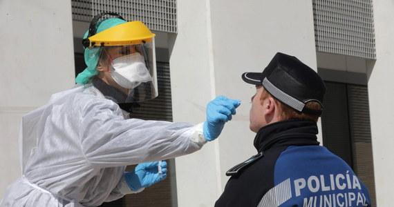 W ciągu minionej doby liczba ofiar śmiertelnych Covid-19 zwiększyła się w Hiszpanii o 655 do poziomu 4089 – taką informację przekazało w czwartek przed południem ministerstwo zdrowia w Madrycie. W tym samym czasie liczba zakażonych koronawirusem wzrosła o ponad 8,5 tysiąca.