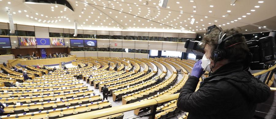 Parlament Europejski poparł propozycje Komisji Europejskiej dot. wsparcia krajów w związku z pandemią koronawirusa. Chodzi m.in. o przeznaczenie środków z funduszy spójności na walkę ze skutkami kryzysu. Większość posłów głosowała mailowo.