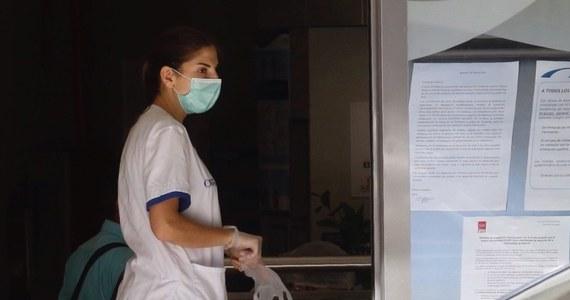 Liczba zgonów z powodu koronawirusa w Hiszpanii w ciągu doby urosła o 769 - informują służby ratunkowe. Tym samym od początku trwania pandemii w tym kraju zmarło 4858 osób. Łącznie ponad 60 tys. osób jest zakażonych.