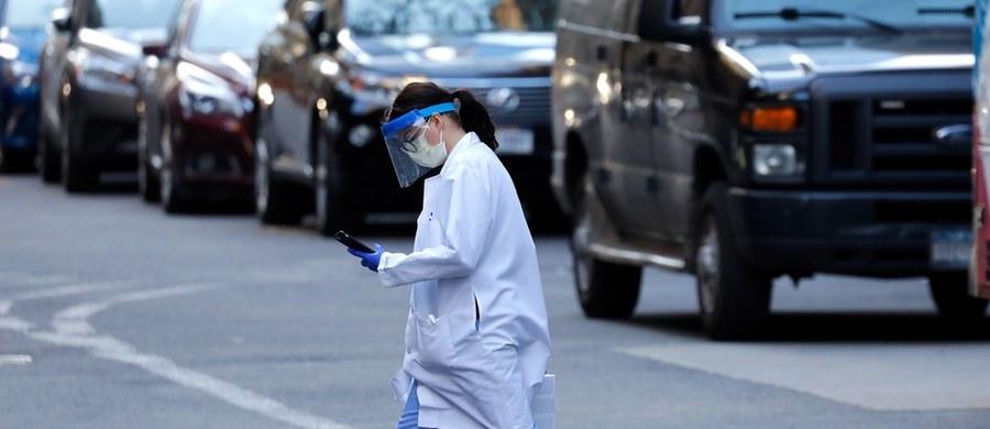 """W Polsce zanotowano 1389 przypadków koronawirusa. 16 osób zmarło. Rekordową liczbę ofiar śmiertelnych zakażonych koronawirusem odnotowano we Włoszech - w ciągu jednego dnia zmarło blisko tysiąc osób. Z kolei w Stanach Zjednoczonych liczba wykrytych zakażeń znacząco wzrosła i tym samym kraj ten ma największą liczbę przypadków na świecie. Premier Wielkiej Brytanii Boris Johnson też ma koronawirusa, jednakże ma """"lekkie objawy"""" i z izolacji będzie nadal kierował rządem. Natomiast w Hiszpanii w ciągu minionej doby z powodu pandemii zmarło ponad 700 osób."""