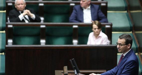 Sejm uchwalił w sobotę ustawę wspierającą firmy w związku z epidemią koronawirusa. Ustawa m.in. zwalnia mikrofirmy i samozatrudnionych z płacenia ZUS przez 3 miesiące, przewiduje także wypłacanie świadczenia postojowego.