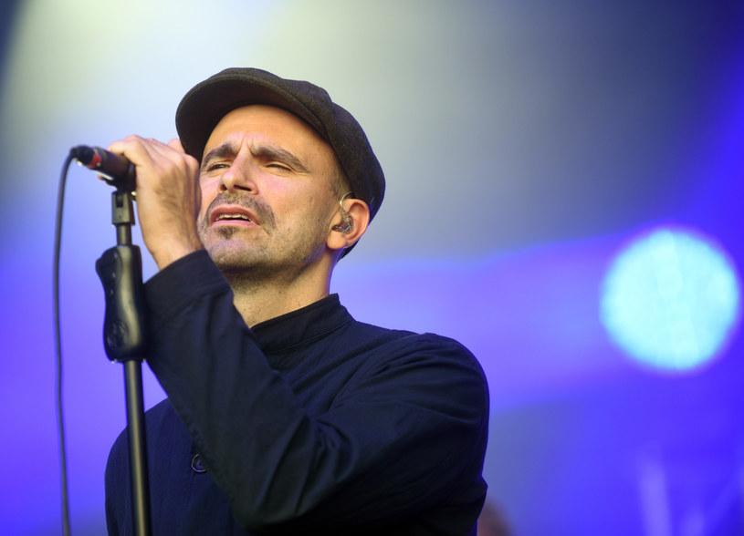 """Ponad 25 tysięcy wyświetleń zdobył domowy teledysk do nowego utworu """"Piękny dzień"""" grupy Fisz Emade Tworzywo."""