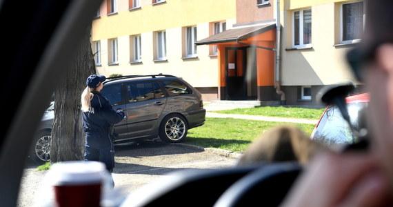 Mieszkaniec Ostrowa Wielkopolskiego 3 dni koczował w aucie, czekając na wynik testu na obecność koronawirusa. Bał się, że może narazić rodzinę na ewentualne zakażenie Covid-19 - poinformował dyrektor Stacji Sanitarno-Epidemiologicznej w Ostrowie Wielkopolskim Andrzej Biliński.