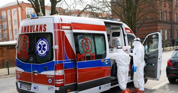 Mamy 91 nowych przypadków zakażenia koronawirusem w Polsce, potwierdzonych pozytywnym wynikiem testów laboratoryjnych - podało w niedzielę wieczorem Ministerstwo Zdrowia. Liczba zakażonych wzrosła do 1862. Podano też informację o kolejnych ofiarach śmiertelnych. Łącznie zmarły 22 osoby zakażone koronawirusem.
