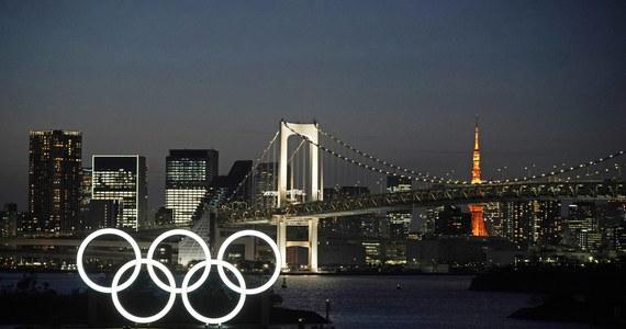 Przewodniczący komitetu organizacyjnego igrzysk w Tokio Yoshiro Mori zasugerował, że przełożona z powodu koronawirusa na przyszły rok impreza powinna odbyć się latem. Ten sam wariant dominuje w mediach, z których część podała już nawet nową datę rozpoczęcia - 23 lipca.