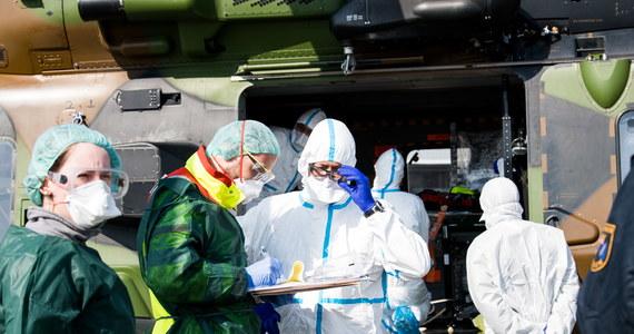 Na terenie Niemiec zidentyfikowano 52 547 przypadków zakażenia koronawirusem - poinformował w niedzielę Instytut im. Roberta Kocha (RKI) w Berlinie. W związku z pandemią COVID-19 zmarło do tej pory w sumie 389 osób, w tym w ciągu ostatniej doby 64 osoby.