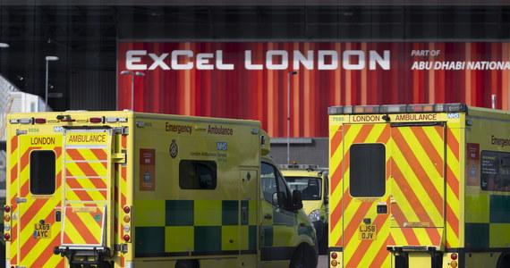 Liczba zgonów spowodowanych przez koronawirusa w Wielkiej Brytanii zwiększyła się o 209 i wynosi 1228 - poinformowało brytyjskie ministerstwo zdrowia. Liczba zakażeń to już 19 522. Wielka Brytania zajmuje ósme miejsce na świecie pod względem liczby zakażeń koronawirusem i siódme pod względem liczby zgonów przez niego spowodowanych.