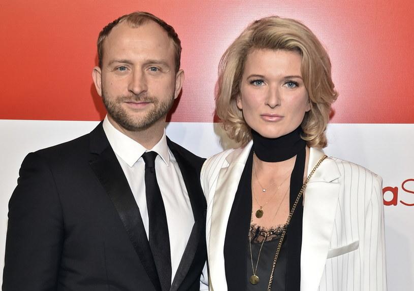 Borys Szyc i Justyna Nagłowska niedawno zostali rodzicami! Mały Henio przyszedł na świat 21 marca i od razu skradł serca szczęśliwej pary. Teraz żona aktorka opublikowała najnowsze zdjęcie syna, dołączając do niego osobisty wpis.