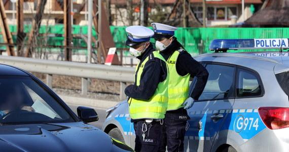 W miniony weekend policja ukarała pięć osób, które w celach turystycznych przyjechały do Białki i Bukowiny Tatrzańskiej. W związku z epidemią obowiązuje zakaz podróżowania w celach turystycznych.